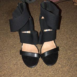 Black elastic strappy zipper heels